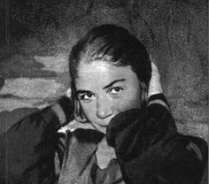 Old photographs of the Argentinian poet, Alfonsina Storni, who was born in Ticino. Argentine, Sylvia Plath, Steve Jobs, Good Vibes, Dream Life, Revolution, Che Guevara, Writer, Couple Photos