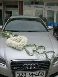 ↗️ 85 Pretty Wedding Car Decorations Diy Ideas 6349 Small Bridal Bouquets, Wedding Bouquets, Wedding Car Decorations, Wedding Cars, Bridal Car, Diy Ideas, Heart Jewelry, Grace Dent, Picture Description