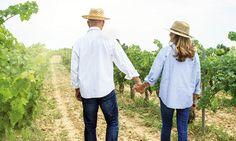Na een jarenlang huwelijk wil de sleur nog wel eens toeslaan. Hoe blijft het fijn? 700 mensen die al meer dan 40 jaar getrouwd zijn, delen hun (originele!) tips. Nooit boos gaan slapen, het gras is altijd groener aan de overkant, tegenpolen trekken elkaar aan: relatieclichés zijn er te over. En hoewel daar heus een…