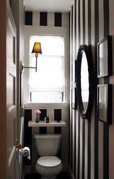 DECORANDO EN RAYAS BLANCO Y NEGRO Hoy tengo ideas para decorar en rayas monocromáticas blancas y negras/azul marino. Muy actuales y de tendencia en este momento. Y te enseño ejemplos en salones, comedores, cocinas, baños, dormitorios, despachos muebles y halls…no te vas a resistir.