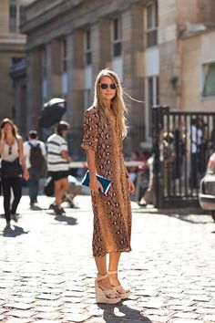 boho style always looks amazingly comfortable. Cool pattern on a loose dress