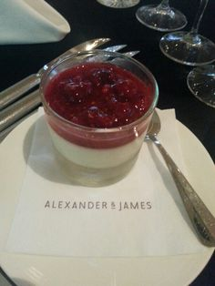 Der Nachtisch: Panna Cotta mit Beeren #aandjbbq