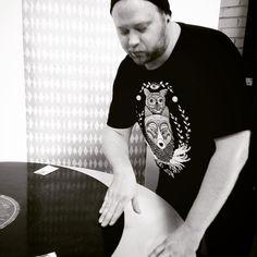 Turntable junkie I wanna hear the place jumping and pumping!  #dj #scratching #turntable #turntablism #vinyl #record #tiskijukka #levysoitin #vinyyli #levy #uhanadesign #nervousanxious #livethemoment #upcomingep @reiska29 by indiejoonas http://ift.tt/1HNGVsC