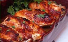 Préchauffer le four à 400º. Vaporiser un moule de 9 x 13 avec aérosol de cuisson. Dans une grande poêle, chauffer l'huile à feu moyen-élevé. Assaisonner le poulet de sel et de poivre...