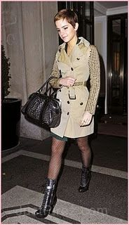Emma Watson Trenchcoat - Emma wore a studded trench coat while out in New York. She paired this look with darling polka-dot tights. Emma Watson Dress, Photo Emma Watson, Emma Watson Hot, Emma Watson Sexiest, Kate Bosworth, Vestidos Emma Watson, Emma Watson Estilo, Polka Dot Tights, Trench Coats