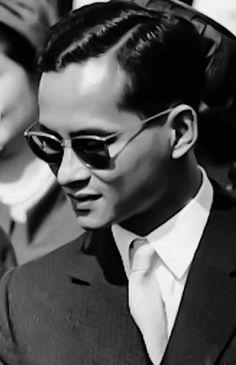 The King of Thailand King Phumipol, King Rama 9, King Of Kings, King Queen, King Thailand, Queen Sirikit, Who People, Bhumibol Adulyadej, Hm The Queen