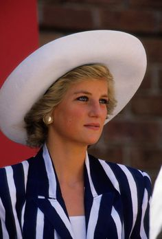 El estilo icónico e imbatible de la princesa Diana