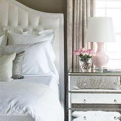 Soft & lovely bedroom design by @kathryniveyinteriors that looks like the perfect place to relax after a long Monday!