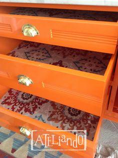 Ateliando - Customização de móveis antigos: Cômodas  Mandalas nas forrações para combinar com o chão da entrada todo colorido em ladrílio hidráulico.