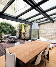 My veranda replaces the terrace – 13 pictures of contemporary verandas – CôtéMaison. Style At Home, Extension Veranda, Interior Architecture, Interior Design, House Extensions, House Roof, Glass House, Outdoor Rooms, Indoor Outdoor