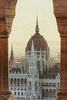 Budapest is een echte must visit! En daar vlieg je nu wel erg voordelig heen! ✈ Plan snel jouw citytrip Budapest met deze goedkope tickets: https://ticketspy.nl/deals/super-goedkoop-retourtje-budapest-va-e36-zit-je-er/