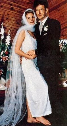 Julia Roberts Wedding Dress | Julia Roberts and Lyle Lovett, 1993, Indiana.