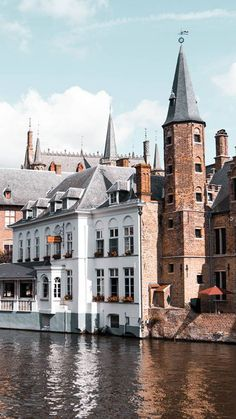 When it comes to heritage, Flanders is as rich as the sea is deep. Throughout our patch of land, you are practically tripping over both UNESCO-recogni… Gothic Buildings, Catholic University, Heritage Site, Primitives, Belgium, Countries, Wednesday, Centre, Medieval