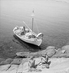 Mykonos 1960 photo by Petros Brousalis Greece Pictures, Old Pictures, Old Photos, Sailing Greece, Greece History, Greek Sea, Seaside Towns, Paros, Athens Greece