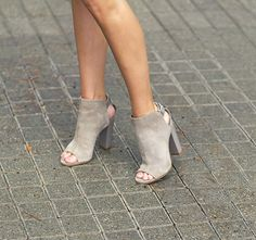 Women's Fall and Winter Fashion Ankle Booties Grey Chunky Heels Boots Peep Toe Slingback Ankle Booties for Work Winter Fashion Street Style Outfits 2017 Street Fashion Chic Fashion Street Style Outfits Formal event Dream Shoes, Crazy Shoes, Cute Shoes, Me Too Shoes, Heeled Boots, Shoe Boots, Ankle Booties, Suede Booties, Grey Booties