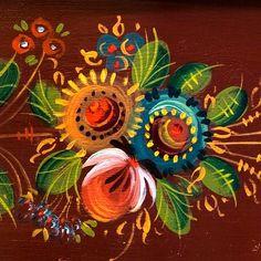 Folk Art Flowers, Flower Art, Hen Tattoo, Rosemaling Pattern, Henna Patterns, Wood Patterns, Basic Painting, Fork Art, Norwegian Rosemaling