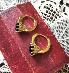 Vintage Splendid Heart SAPPHIRE GOLD PLATED Earrings - small sparkly white stones - Great effect!