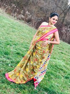 Bengal Looms Diva: Cheering up the mood with her saree swag, Babita from Ontario, Canada looking absolutely fabulous in her Block Printed Patola Linen Cotton Saree from Bengal Looms. You looking super stylish!! Thank you Babita for sharing these fantastic pics with us.