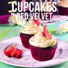 Prepara estos deliciosos cupcakes red velvet, son el regalo perfecto para endulzar el día de tus amigos o novio. No dudes en hacerlos para este 14 de febrero y celebrar San Valentín. Cupcake Videos, Cupcake Recipes, Cookie Recipes, Dessert Recipes, Mini Desserts, Frosting Recipes, Sauce Recipes, Easy Red Velvet Cake, Red Velvet Cupcakes