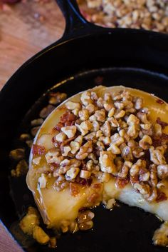 Honey, Walnut, and Bacon Topped Baked Brie - A Southern Fairytale Baked Brie Recipes, Recipes Appetizers And Snacks, Cheese Appetizers, Finger Food Appetizers, Snack Recipes, Cooking Recipes, Finger Foods, Burger Recipes, Yummy Recipes