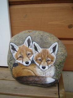 ketunpojat..beautifully painted fox!! Fox Painting, Pebble Painting, Pebble Art, Stone Painting, Painted Rock Animals, Painted Rocks Craft, Hand Painted Rocks, Painted Stones, Rock Painting Patterns