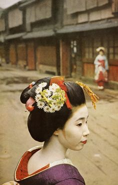 "National Geographic, 1960: ""Japan the exquisite enigma"" by Franc Shor, photographs by John Launois"