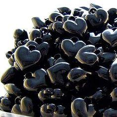 Black and White│Negro y Blanco - - Black Heart, Black Love, Black Is Beautiful, Black And White, Color Black, Snow White, Heart In Nature, Heart Art, I Love Heart