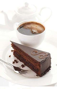 afternoon break- and cake- Sacher Torte Köstliche Desserts, Delicious Desserts, Yummy Food, Café Chocolate, Decadent Chocolate, Chocolate Desserts, Pause Café, Coffee Cafe, Morning Coffee