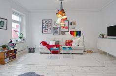 Яркая двухкомнатная квартира в Швеции
