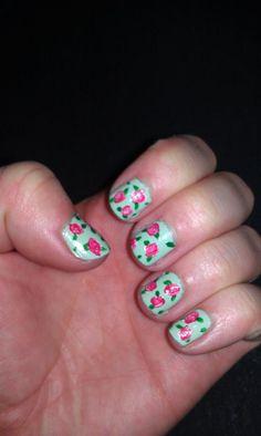 rose nail art.<3
