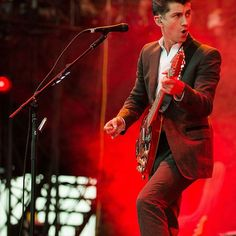 """foxeyguitars/2016/10/30 00:24:55/The first guitar ___________________________________________ The U.K.'s answer to the Black Keys, the Arctic Monkeys have experienced what can only be described as meteoritic. The band's front-man, Alex Turner grew up next to the band's lead guitar player Jamie Cook. First Guitar: An unknown model purchased for him in 2001 by his parents. In interviews, Alex Turner has said him and Jamie learned chords from an Oasis chord book. """"All I could play was A minor…"""