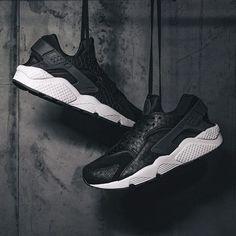 392281fadb26 Nike - Men s Air Huarache Run Premium (Black