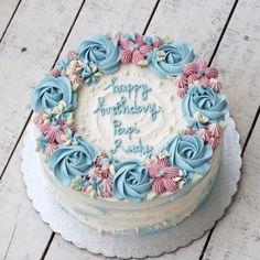 #cake #cakeshop #cakes #cakejakarta #cupcakes #cupcakejakarta #cafejakarta #lulukaylacupcake #kuejakarta #kueultah #kue #birthdaycake #JKTINFOOD #JKTFOODIES #buttercreamcake #customcake #customcakejakarta #flowercake #cupcakesjakarta