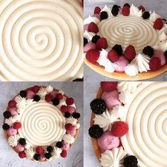 sablée e gelée ai frutti rossi di Montersino; namelaka al cioccolato bianco di Fusto; bavarese ai frutti di bosco