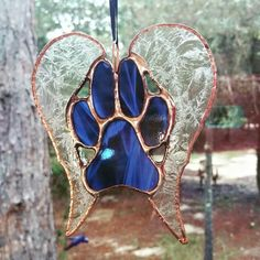 Medium stained glass paw print with wings. Made by Spitfire Treasures. https://m.facebook.com/SpitfireK9Rescue #caddylabarge#glassart#dogrescue#pawprint #husky #pitbull #suncatcher #mutt# spitfiretreasures