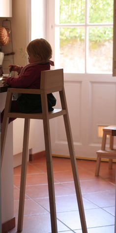 Evolutive high chair in very high position:  Maartje Steenkamp by Droog