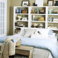 shelfs over the bed provides more room
