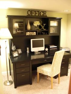 Never see desks that just scream out to me but I think this is a beautiful desk!