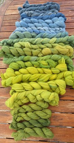 Farbenfaden: dyed wool