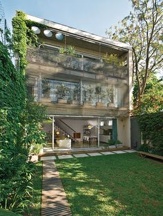 Yard and exterior of a Buenos Aires home