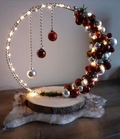 Christmas Ornament Crafts, Christmas Projects, Holiday Crafts, Christmas Wreaths, Christmas Ideas, Ornament Wreath, Homemade Christmas, Simple Christmas, Winter Christmas