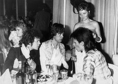 Here are some interesting black and white photos of Lou Reed, Mick Jagger and David Bowie taken by photographer Mick Rock at the Cafe Royal. Mick Jagger, Bianca Jagger, David Bowie, The Band Album, Last Tango In Paris, Ron Woods, Foto Poster, Liza Minnelli, Star David