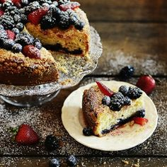 {recipe} Berry Crumble Cake | A foolproof cake with only 15 mins prep time.