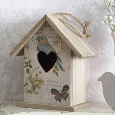 Rustic wooden Carte Postale with bird and butterfly hanging bird house. A decorative piece to hang or free stand in the home. A lovely addition to a shabby chic home and is really on trend. Decorative Bird Houses, Bird Houses Painted, Shabby Chic Crafts, Shabby Chic Homes, Wooden Crafts, Diy And Crafts, Manualidades Shabby Chic, Shabby Chic Accessories, Bird Boxes
