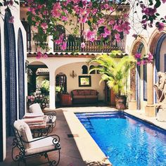 Spanish style homes – Mediterranean Home Decor Hacienda Style Homes, Spanish Style Homes, Spanish Colonial, Spanish Revival, Spanish House Design, Spanish Style Interiors, Mexican Style Homes, Hacienda Decor, Spanish Style Bathrooms