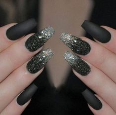 Liebe eine gute Matte Black Manicure Nail Design, Nail Art, Nagelstudio – Nageldesign, You can collect images you discovered organize them, add your own ideas to your collections and share with other people. Black Nails With Glitter, Matte Black Nails, Silver Nails, Black Manicure, Matte Gel, Silver Glitter, Glitter Art, Dark Green Nails, Glitter Toms