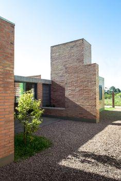 Gallery of Gutter House / Núcleo de Arquitetura Experimental - 2