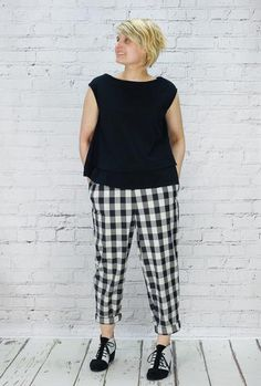Mama b trousers 100% Cotton. Pull on, elasticated waist...size XS is a uk size 8. Worn with Mama b clio top
