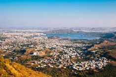 Discover India's White City up close with this complete guide including what to do, where to stay and the best places to visit in Udaipur in 2 days. Weather In India, Udaipur India, Backpacking India, India Culture, Visit India, White City, Forts, India Travel, Palaces