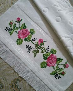 Baby Cross Stitch Patterns, Baby Knitting Patterns, Embroidery Neck Designs, Crochet Bedspread, Cross Stitch Rose, Linen Tablecloth, Needlepoint, Diy And Crafts, Towel